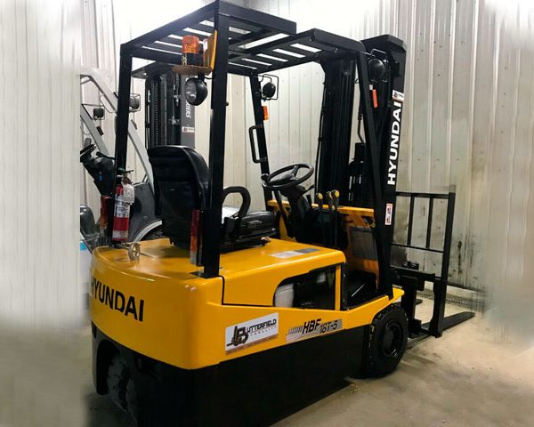 2007-Hyundai-3-wheel-electric-forklift1