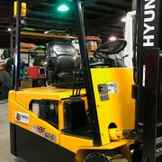2007-Hyundai-3-wheel-electric-forklift2