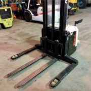 New-TEU-Electric-Stacker-Forklift-4