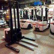 New-TEU-Electric-Stacker-Forklift-5